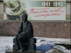 Проспект Победы, памятник «Сестричка»